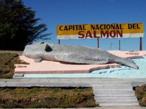 2 Monumento al salmón en Camarones