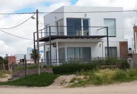Cabaña Casa Cubo ( Frente al mar con piscina ) - Las Grutas
