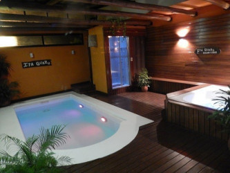 Caba as it guaz bungalows spa en col n for Jacuzzi exterior uruguay