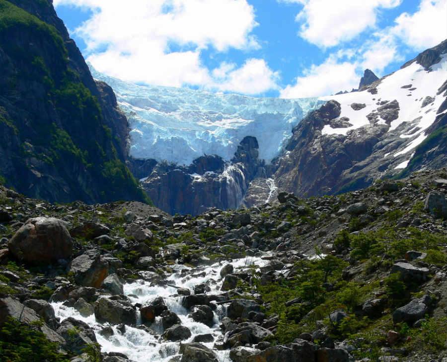 Conocé el Parque Nacional Los Alerces y el sorprendente glaciar colgante