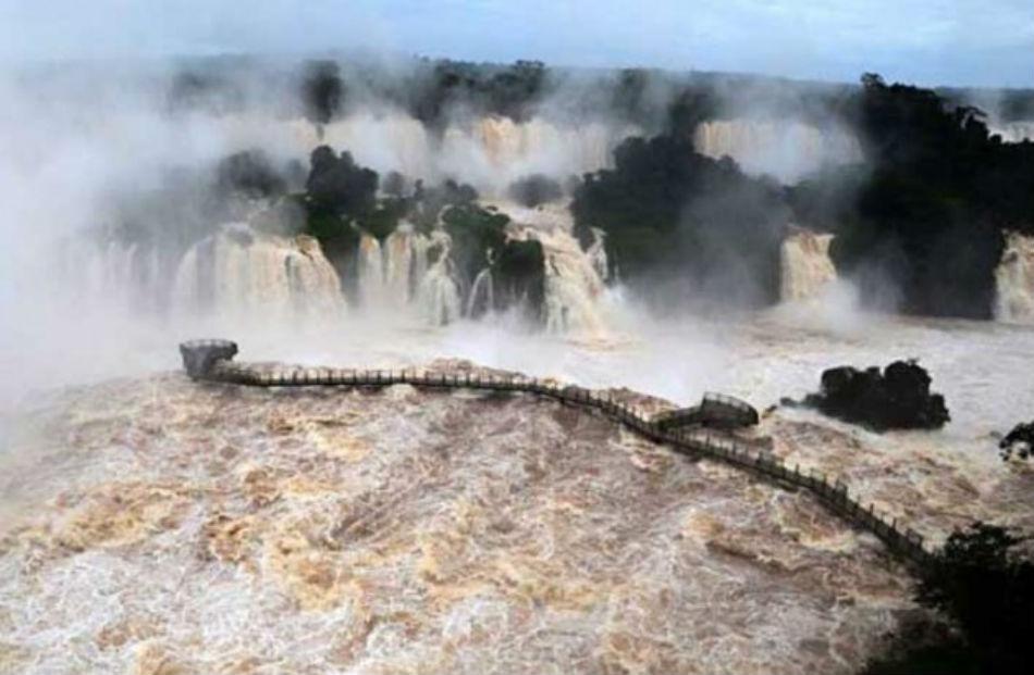 Las Cataratas, una belleza imperdible aún con la crecida del Iguazú
